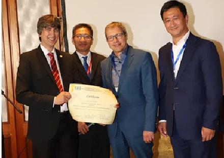 "Prof. Hashmi gewinnt den ""Award for Excellent Supervisors of Chinese PhD Students"""